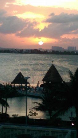 Gran Caribe Resort: sunset just gorgeous from my balcony