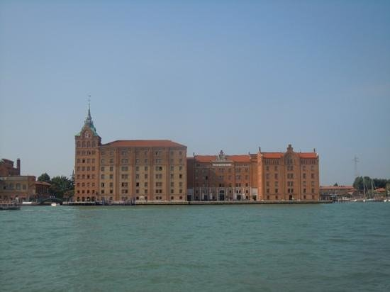 Hilton Molino Stucky Venice Hotel: so close, and yet so far.....