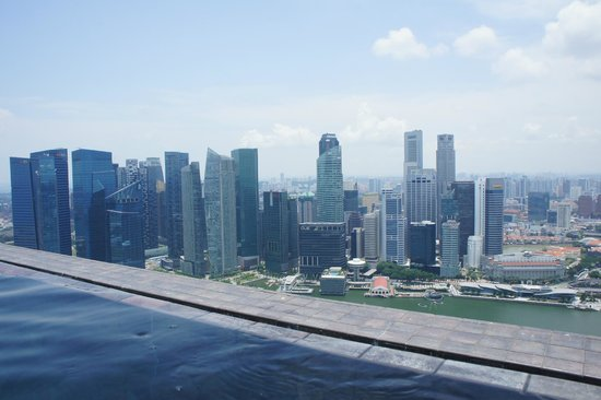 Marina Bay Sands: View of Marina bay from the pool