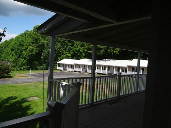 Highland Lake Resort: Back porches