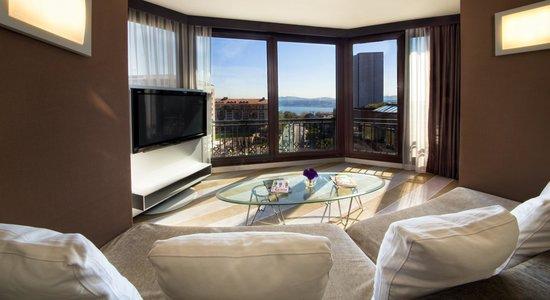Point Hotel Taksim: Senior Suite Living Room