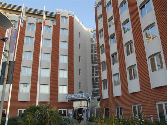 Hotel Novotel Salerno Est Arechi: ホテル外観
