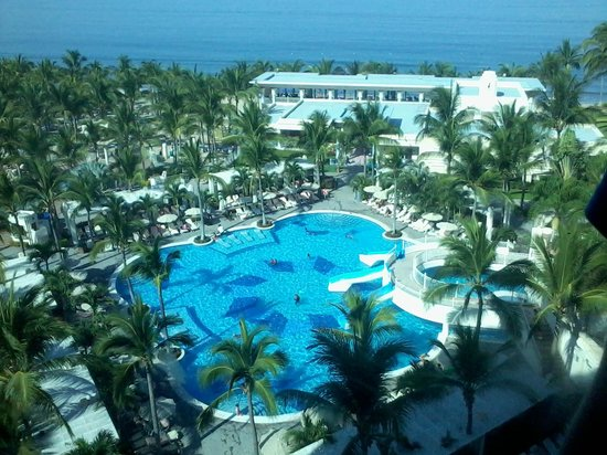 Hotel Riu Vallarta: Chilkdrens Pool as seen from the External lifts going up to our room