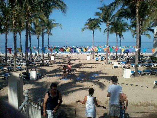 Hotel Riu Vallarta: Striaght onto the Beach from the Hotel