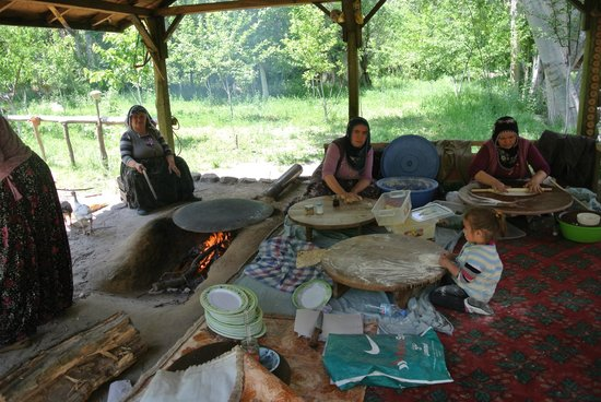 Ihlara Valley : locales preparing gozleme bread