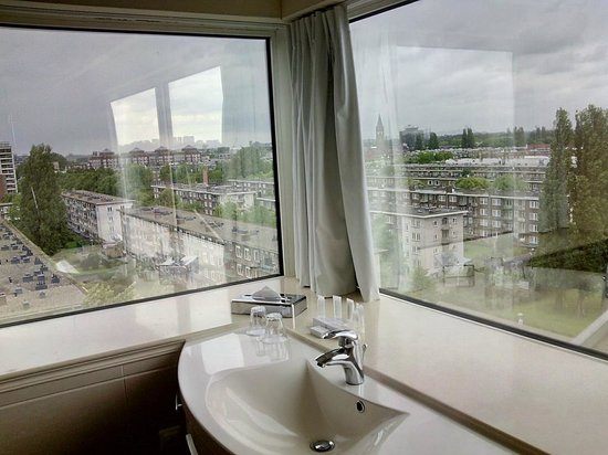 BEST WESTERN Blue Tower Hotel: A view in the bathroom