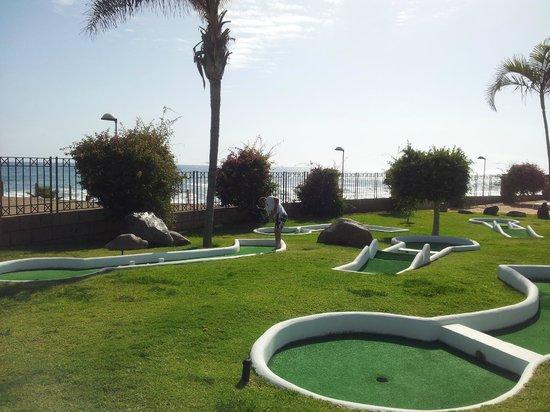 H10 Costa Adeje Palace: minigolf de uso libre