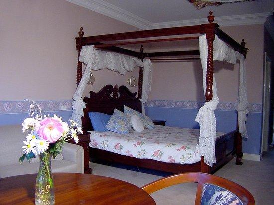 Hatcher's Manor: Executive suite
