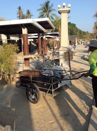 Phi Phi Villa Resort : bellboy and his trolley :)