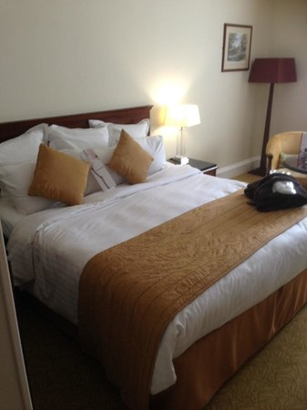 Hollins Hall Marriott Hotel & Country Club: Comfortable bed