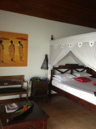 Sunset Bungalows Resort : our room