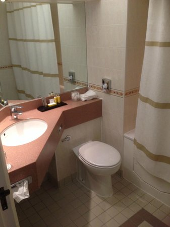 Hollins Hall Marriott Hotel & Country Club: Bathroom