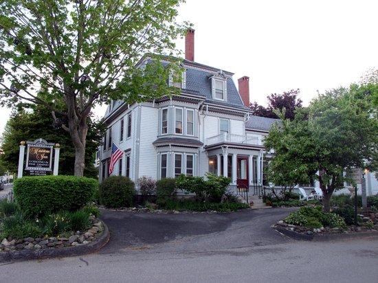 Hartstone Inn & Hideaway