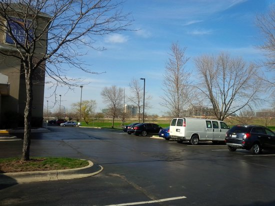 Sleep Inn Naperville: parking
