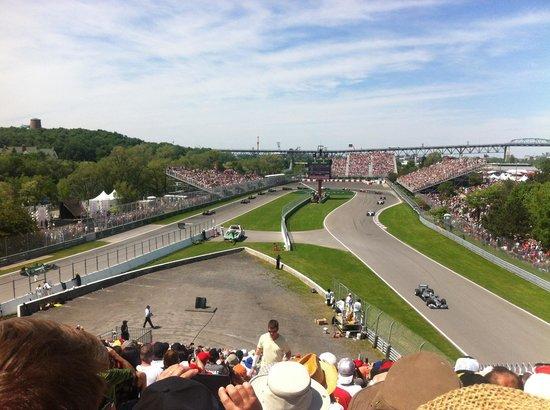 Circuit Gilles Villeneuve : Rosberg leads on 1st lap!