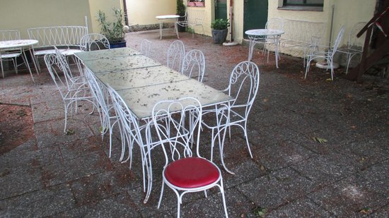 Boutiquehotel Goldene Rose: outside areas unusable