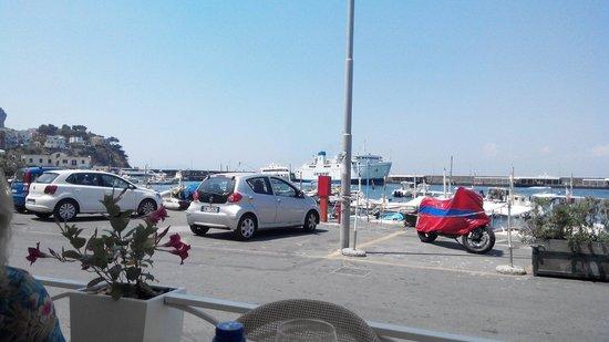 L'Approdo Restaurant: Вид на порт