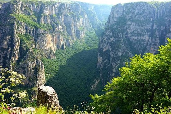 Monodendri Hotel: Vikos Gorge from Oxia viewpoint