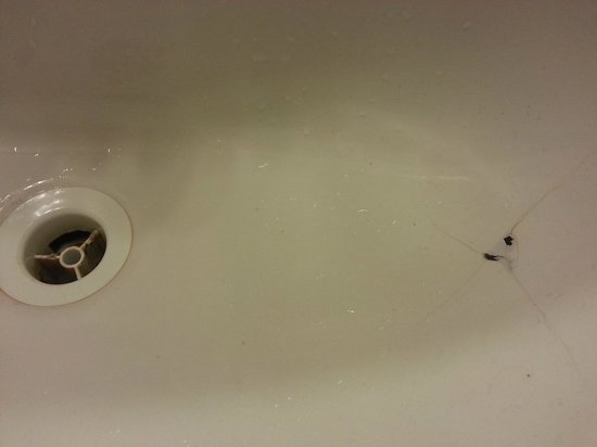 Appartements Premium Montmartre : Holes in Bathroom Sink