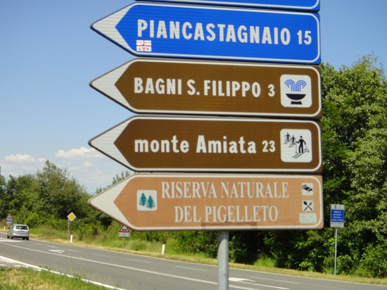 Bagni di San Filippo, Italien: signs.. directions to Hot springs