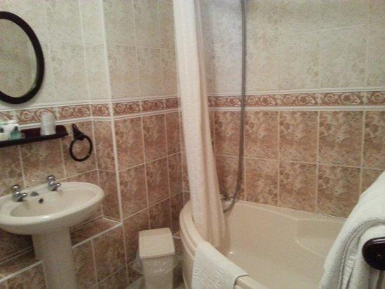 The Heights Hotel: Bathroom