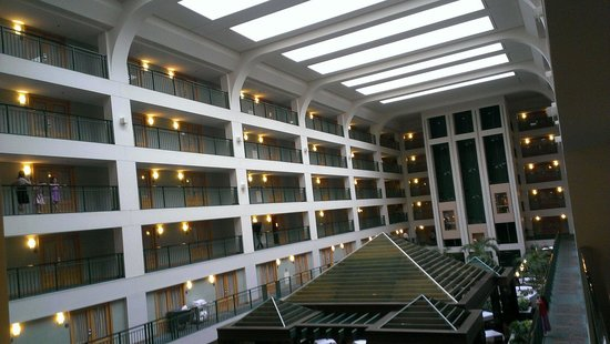 Doubletree Suites by Hilton Hotel & Conference Center Chicago / Downers Grove : Atrium
