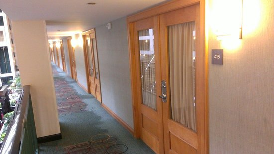 Doubletree Suites by Hilton Hotel & Conference Center Chicago / Downers Grove : Guest room double doors
