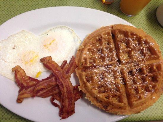 Purple Finch Cafe: Bacon waffle
