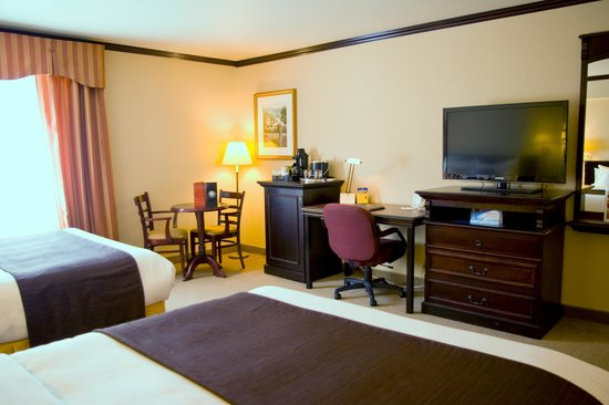 BEST WESTERN PLUS City Centre/Centre-Ville : 2 Queen Beds Traditional Room
