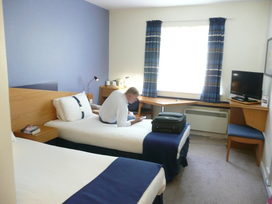 Holiday Inn Express Canterbury: Ground flr, twin room 117