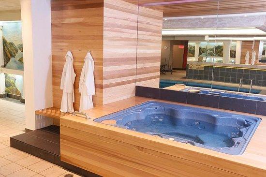 BEST WESTERN PLUS City Centre/Centre-Ville : Hot Tub