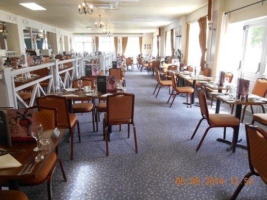 Warner Leisure Hotels Gunton Hall Coastal Village: Upper Tier of Dining Room