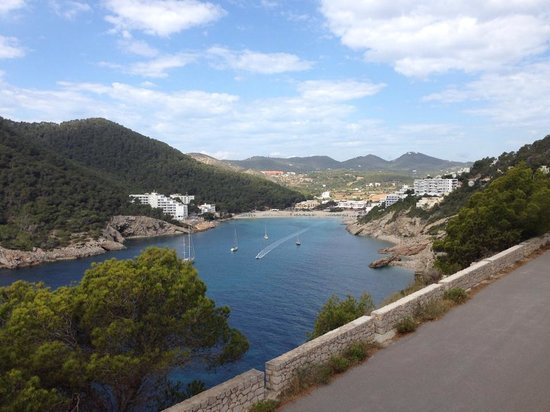 Sirenis Cala Llonga Resort: The view from up the road