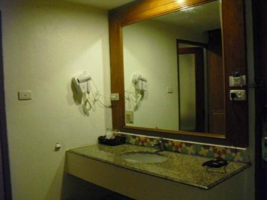The Viridian Resort: part of bathroom
