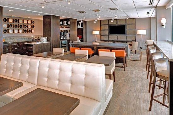 Marriott St. Louis Airport: Concierge Lounge
