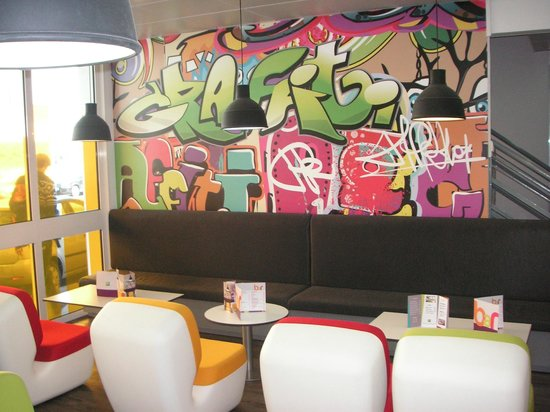 Ibis Styles: Bar Salon