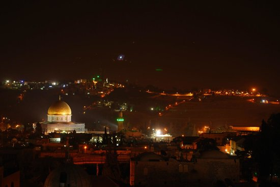 Petra Hotel & Hostel: Night view from the roof