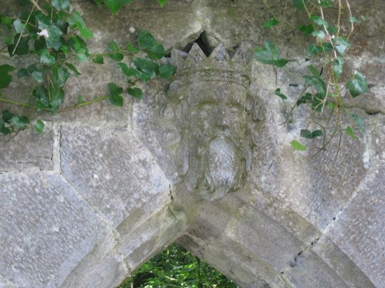 Royal Abbey of Cong: Archway near the monks fishing hut