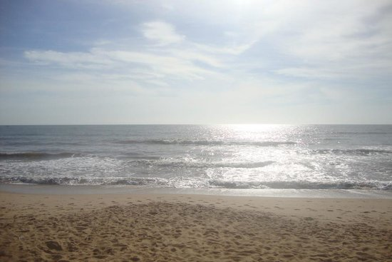 Unamar Beach: praia de unamar, ao nascer do sol