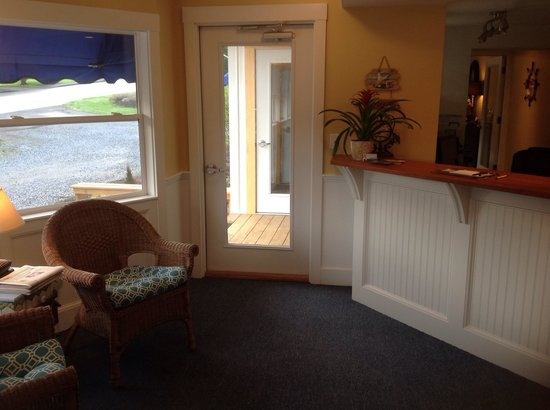 Schooner Bay Motor Inn : Our new office