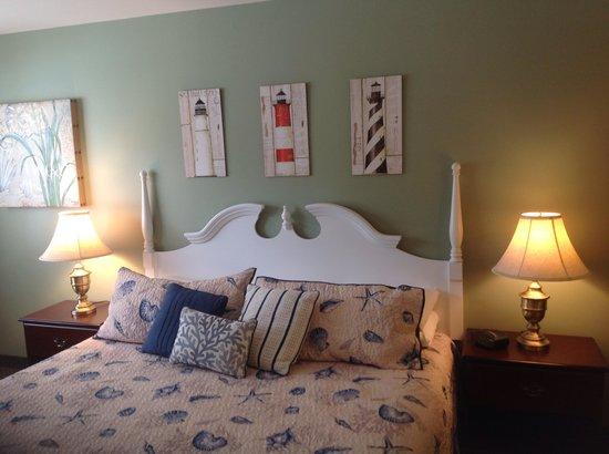 Schooner Bay Motor Inn: King room