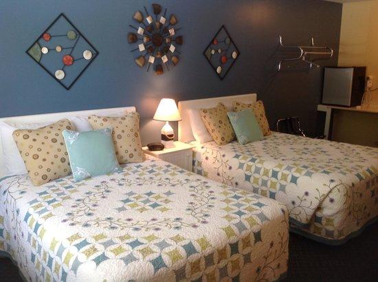 Schooner Bay Motor Inn: Two double bed room