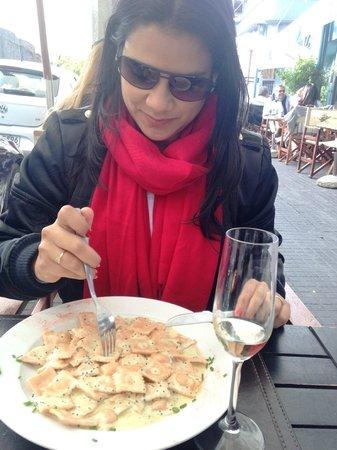 La Perdiz: raviolli de salmao ao molho de caviar