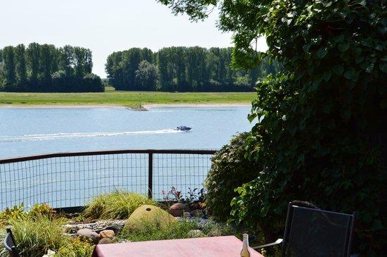 Haus Rheinblick Ott: aussicht auf den Rhein
