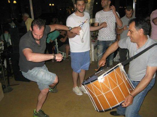 Stavros Restaurant: traditional greek music