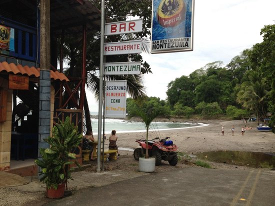 Downtown Montezuma Hostel : The beach, next to the city