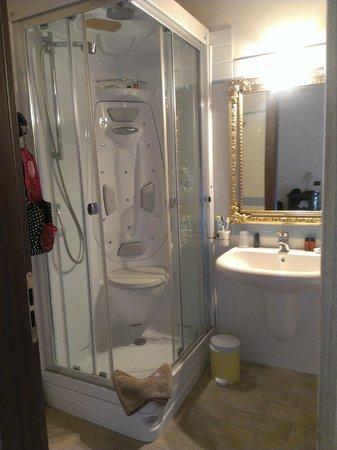 Etruria Resort & Natural Spa : the shower