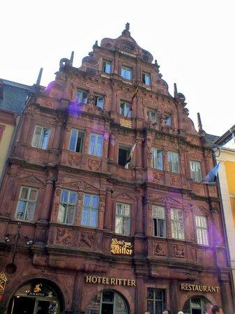 Hotel Zum Ritter : 街を代表する歴史的建造物
