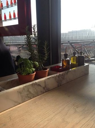 Vapiano: Our table and the view