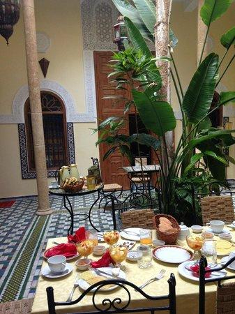 Dar Zouhour: courtyard